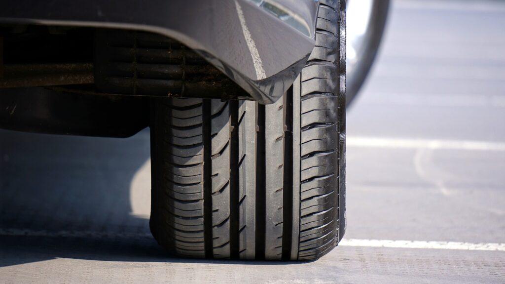 Como comprar pneu-min